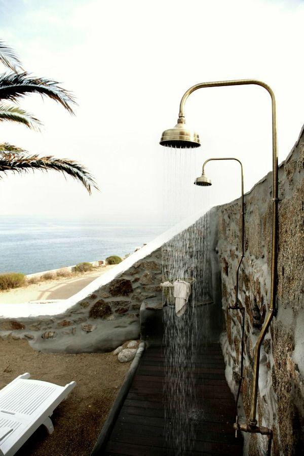 Wat is er fijner dan douchen na een zomerse dag? Buiten douchen! Buitendouches van simpel tot modern en midden in de natuur. Voor het ultieme zomergevoel.