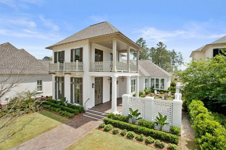 Charleston style courtyard home highland homes bevolo for New house styles pictures