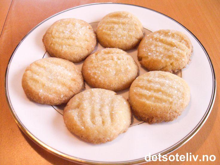 """""""Gaffelkaker"""" er lettlagde småkaker som smaker godt til tekoppen! Oppskriften gir 40 stk."""