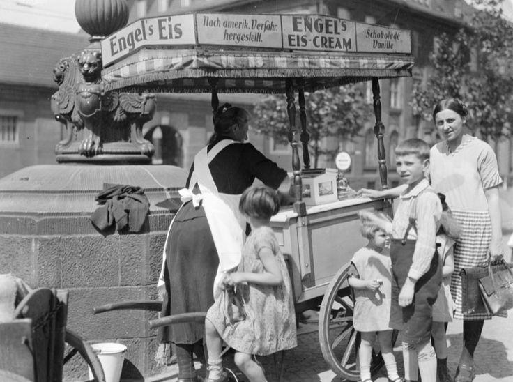 Historische Bilder aus Dortmund: Zum Downloaden, Kalender-Erstellen oder Postkarten-Machen. Infos auf http://www.coolibri.de/redaktion/konsum/historische-bilder-aus-dortmund.html