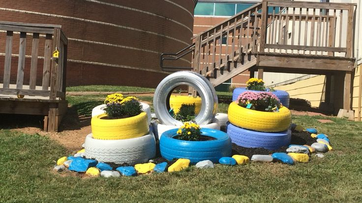 17 best images about tire garden on pinterest spring - Painted tires for gardens ...