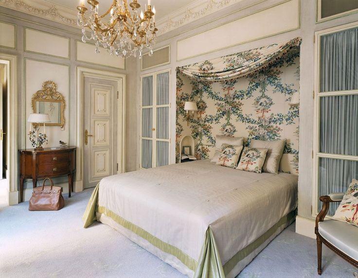 Французские интерьеры: 80 роскошных идей для аристократов и просто ценителей прекрасного http://happymodern.ru/francuzskie-interery/ Занавески над кроватью, в дверных проемах