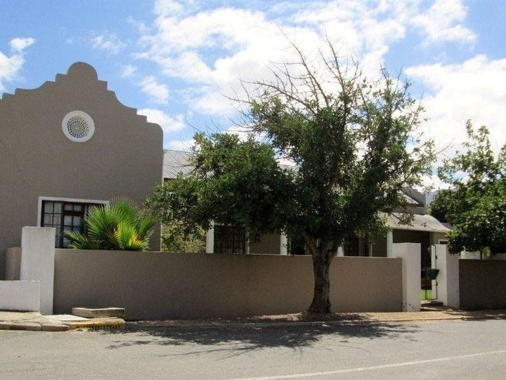 3 Bedroom Old Cape Dutch House in Porterville