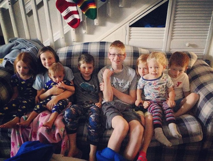 """""""How many cousins can you fit on one couch?!  #bellcousins #happyhaws"""":"""