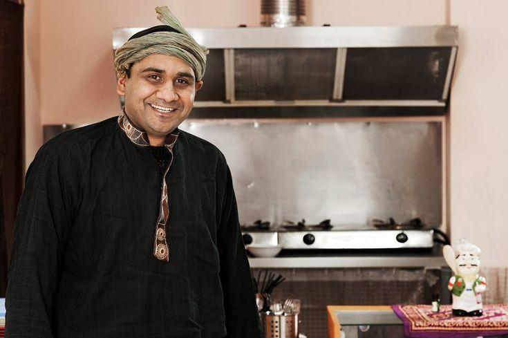 Запознайте се с един усмихнат и сладък пакистанец, който плени зрителите на България търси талант, а след това и почитателите на екзотична храна в София.