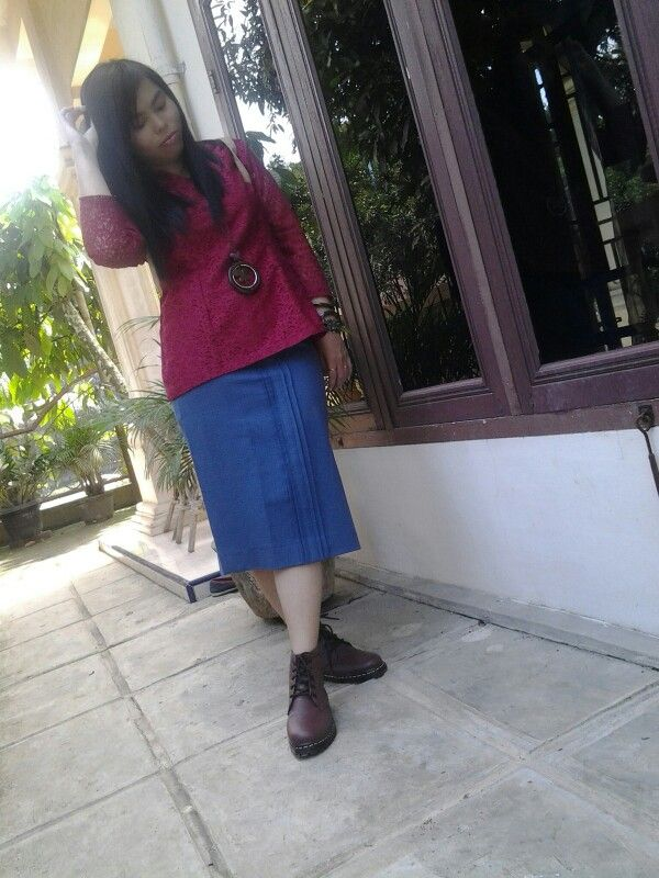 Kebaya dengan straight skirt and boots...
