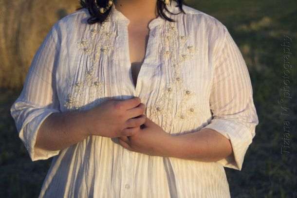 Plus-size blouse with embroided pearl by Antica Sartoria Positano, with Indian patchwork shorts http://fattyfair.wordpress.com