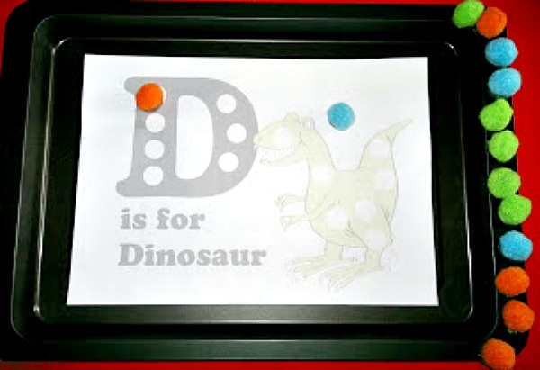 Featured up and coming U.K. Preschool and Craft Blogger: Jo from Le Baby Bakery with Dino Activity and Handmade Kid's clothes :) Check her out!