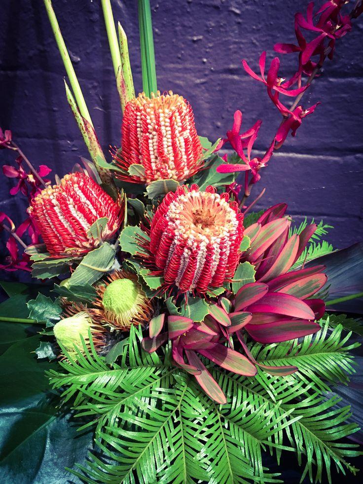 Linear arrangement with natives ❤ @LaurenAyceFD #laurenalycefloraldesign Banksia, dryandras, leucadendrons, umbrella fern, spider orchids
