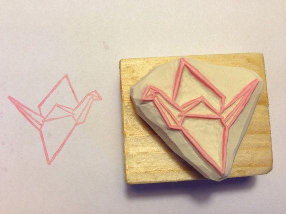 Tampon en gomme motif grue origami gravé à la main par Kraftille, €6.00