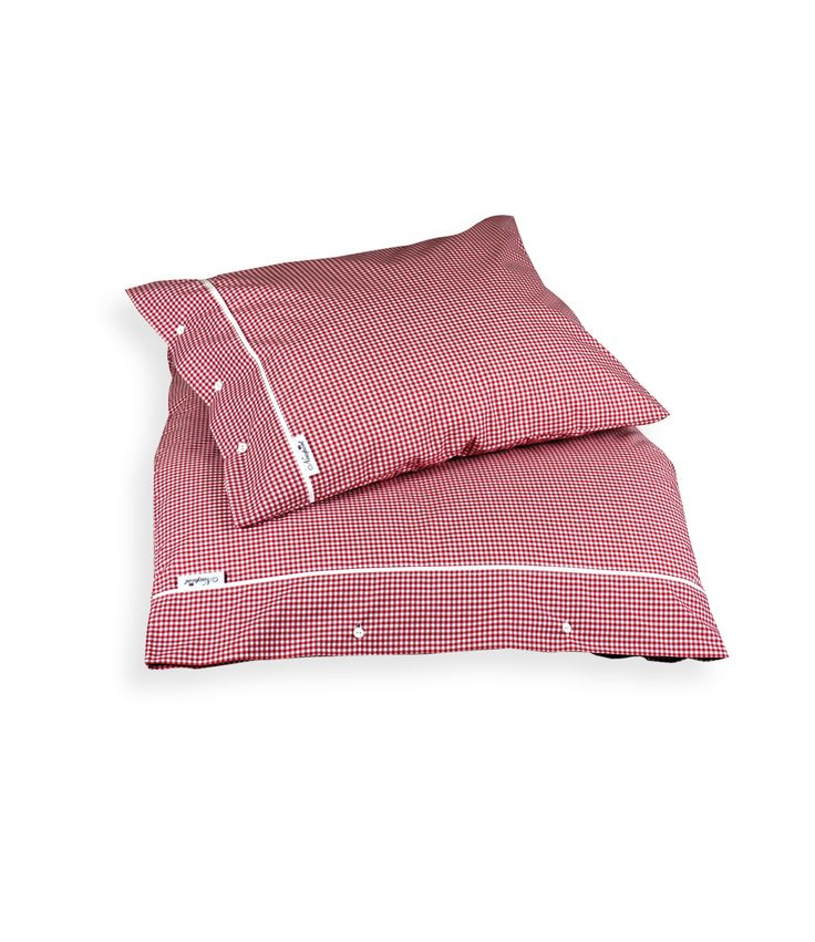 Boston Gingham Red Bedding - Percale 100% Cotton, 200 TC. Classic gingham bed linen in red and white, with white buttons and white piping. By Newport Collection