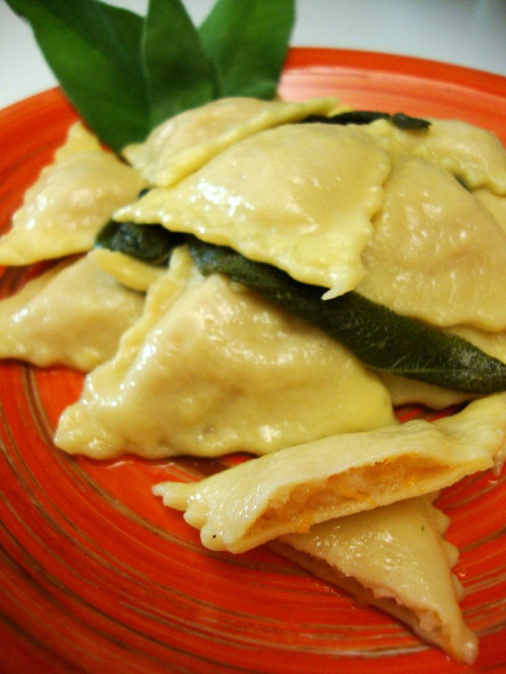 le ricette in cucina di patatina: ravioli di zucca patate e salsiccia
