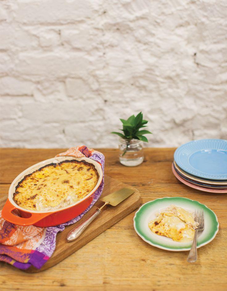 Gratinado de batata com frango | Receita Panelinha: Um jeito saboroso de reaproveitar as sobras do frango assado: o gratinado sai quentinho do forno, alimenta e conforta. Parece almoço na casa da avó!