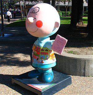 Charles M. Schultz Museum, Santa Rosa, California.. I'm not leaving California until I see this Museum!!