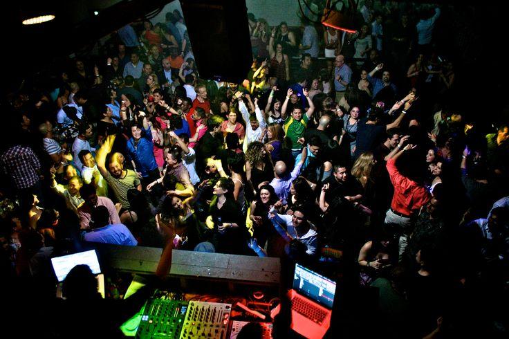 Čo nesmie chýbať na každej dobrej párty? http://www.svetnapojov.sk/znacka-Absolut