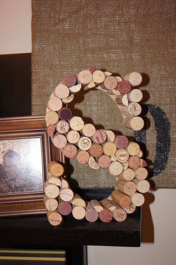 Wine cork decor letters for Cool wine cork projects