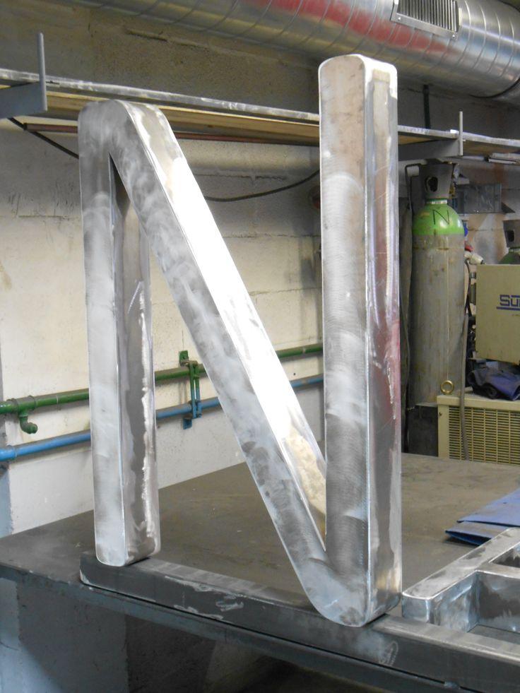 Fabricación de letras de aluminio