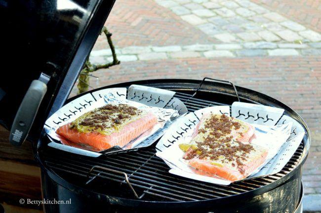 Zalm met mosterd marinade van de barbecue