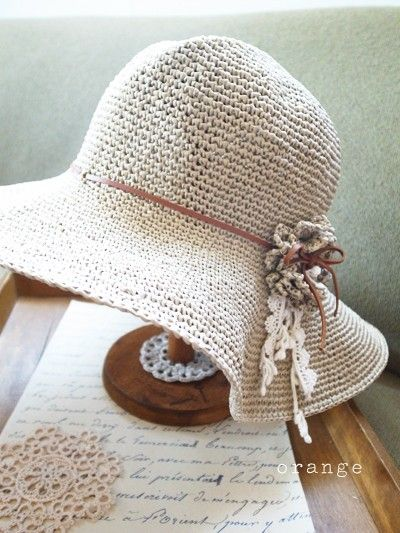 Neutral sun hat