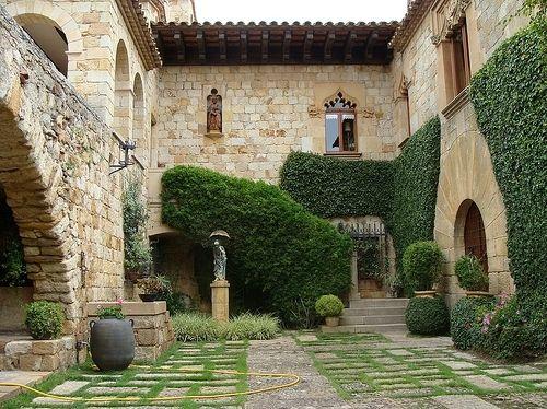 Spanish courtyard courtyard garden pinterest spanish for Spanish home designs with courtyards