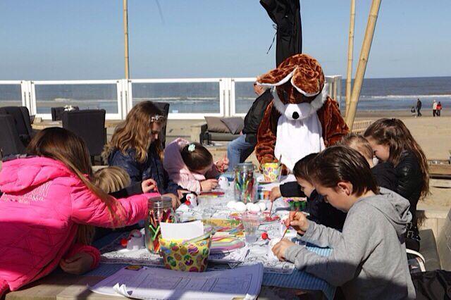 Pasen 2015 ,LEUK Voor de kids , The place to be in Kijkduin! (Strandclub Leuk)