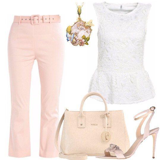 Delicato outfit composto da pantaloni 7/8 color rosa pastello, nuance ripresa dalla borsa a mano Furla e dai sandali in pelle con fiore, e completato da una blusa smanicata, bianca, interamente in pizzo e collana con ciondolo in cristallo e smalti.