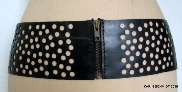 Håndlavet bælte af brugt traktorslange. Handmade belt, made out of a tractor inner tube.