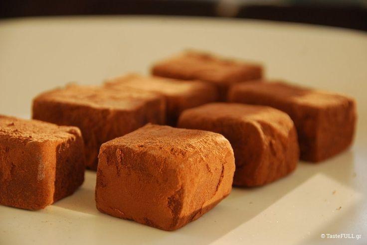 Αυτή η συνταγή για σοκολατένιες τρούφες με γοήτευσε όταν την είδα. Την παρουσίαζε ένας Ελβετός chocolatier confiseur από την Λωζάνη.