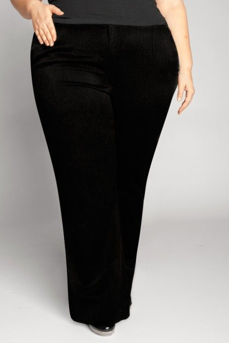 THIS is how trousers should fit when you are plus size. Or any size.