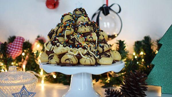 Προφιτερόλ Χριστουγεννιάτικο Δέντρο με κρέμα cheesecake και πραλίνα!