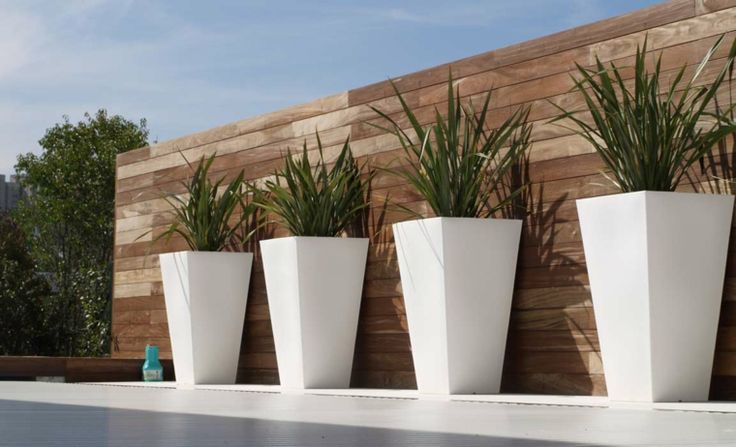Id e jardin moderne d coration avec pot de fleur design for Decoration jardin villa