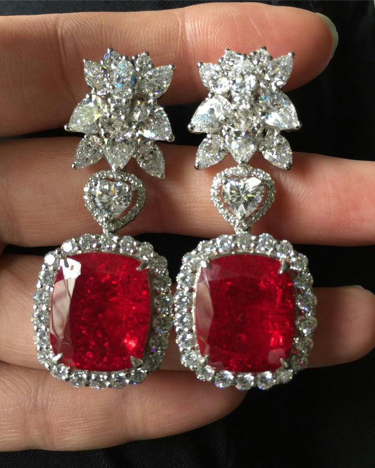 Ruby and diamonds All in this beauty design Slvh
