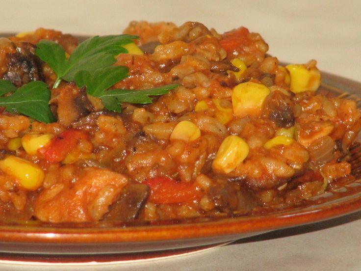 Smaczna, kolorowa i sycąca potrawka na dzisiaj :)Smacznego!  http://www.smaczny.pl/przepis,potrawka_z_kuraka_z_ryzem  #przepisy #daniagłówne #obiad #ryż #kurczak #kukurydza #papryka #pieczarki #cebula #warzywa