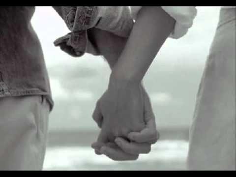 Grão de Amor **ali na letra do video é meu grão de amor e não..meu grande amor.. Grão de Amor Arnaldo Antunes Composição: Carlinhos Brown / Marisa Monte Me d...