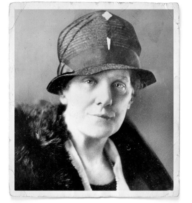 Anna Jarvis creó el Día de la Madre en 1908. Por insistencia suya, se volvió una celebración oficial en Estados Unidos en 1914. Jarvis, sin embargo, se pasó el resto de su vida boicoteando el Día de la Madre, molesta por el sentido comercial que adquirió con el tiempo. Poco antes de morir, fue arrestada por disturbios en una protesta organizada en contra de la celebración, y declaró que desearía nunca haber inventado el evento.    Jarvis falleció en 1948. Nunca fue madre.