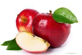 O rețetă rapidă cu mere, fulgi de ovăz, stafide și scorțișoară pentru micul dejun.