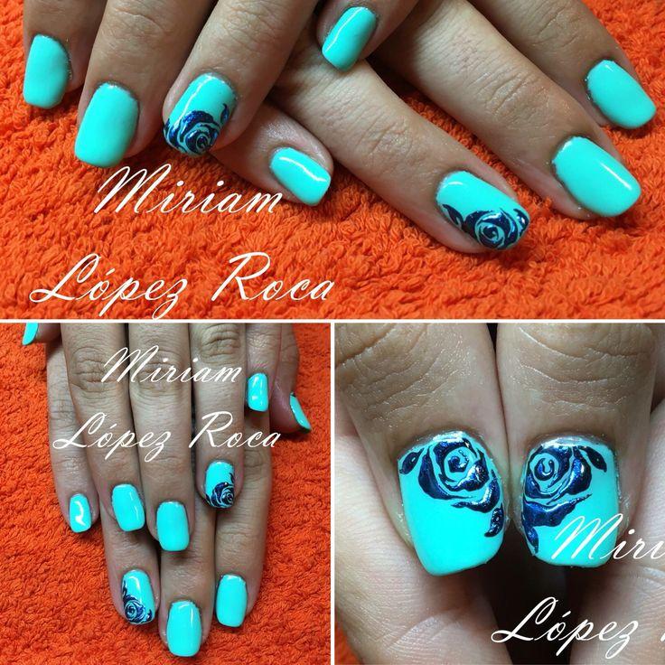 Esmaltado Semipermanente Gel on-off de Thuya color azul pastel  Miriamdreamnails