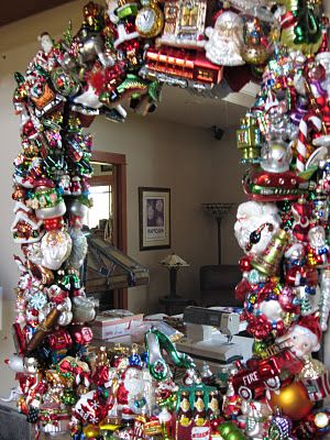 The mirror to end all mirrors!!! Love this Christmas mirror!!! So darling!!! OMG I so want to do this.