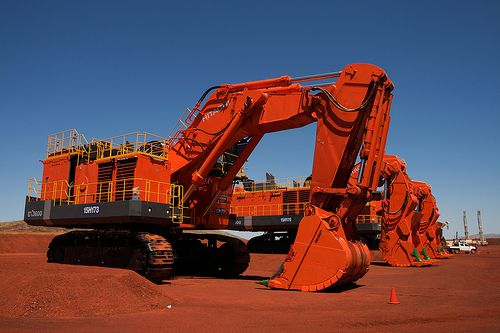 Machine hunt: Hitachi mining equipment, two shovels and an excav...