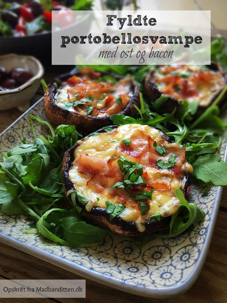 Fyldte portobellosvampe med ost og bacon - lækkert og lidt snasket tilbehør. Perfekt for dig, der spiser LCHF. Nem opskrift her: Madbanditten.dk