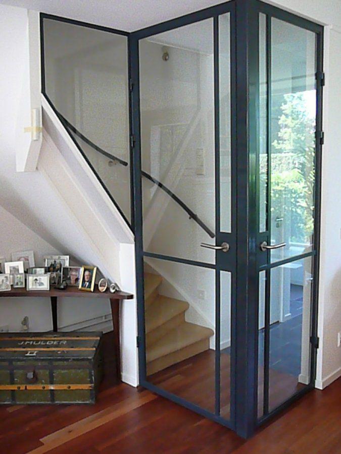 Trap met stalen deuren