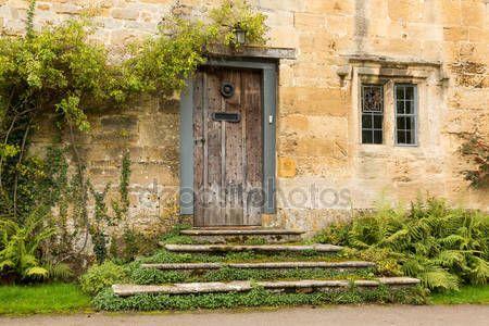 Скачать - Старые дома в округе cotswold Англии — стоковое изображение #33590413