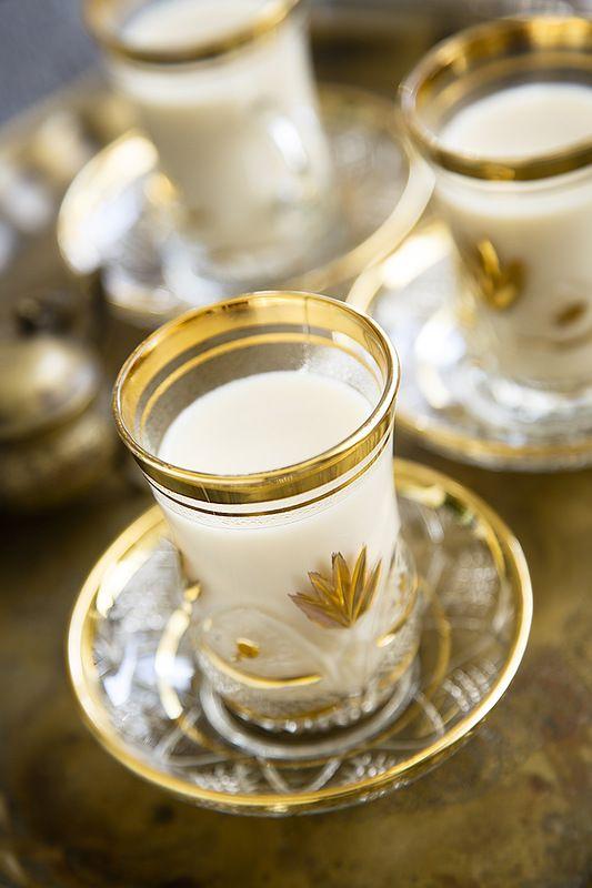 Кашмирский чай - Kashmiri tea Очень простой и симпатичный рецепт чая. Хм, нет, все-таки не совсем чая в нашем, традиционном, понимании. Но любители молока и специй точно оценят это сочетание. А там, глядишь, и остальным придется по душе:) #пища #чай #food #tea