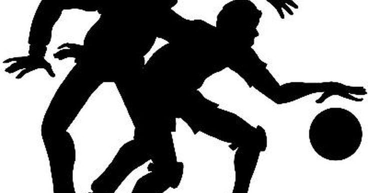 Reglas del drible en el baloncesto. Entre las reglas más difíciles de entender sobre el baloncesto para los jugadores más jóvenes están aquellas que involucran hacer rebotar la pelota. Los conceptos de faltas tales como rebotes dobles y palmear el balón no son fáciles de enseñar a los jóvenes y es común ver incluso los jugadores experimentados cometer estas infracciones. Las reglas ...