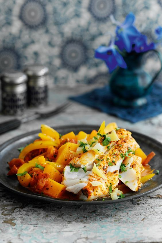 A fab combination of succulent fish and colourful veg, this Slimming World Lemon fish tagine is a guilt-free dish that will be ready in under an hour!