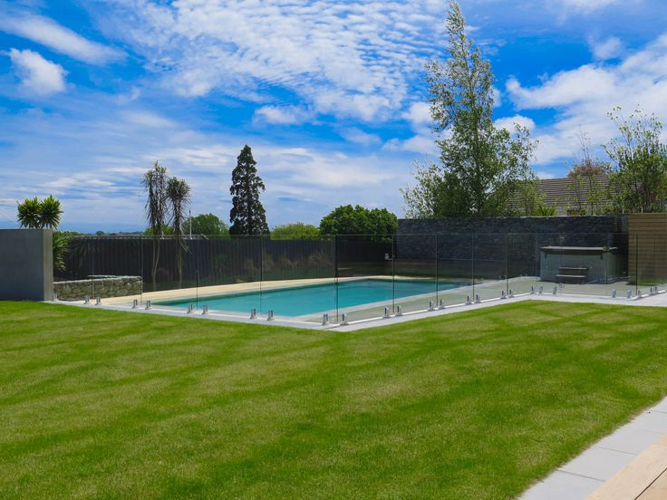 #summer #lifegoals #backyards #poolfencing  An unobtrusive pool fence that maintains the spacious backyard feels.  www.boundaryline.co.nz