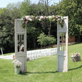 """""""Vintage Wedding Door""""  Diese Tür kann leicht in drei Einzelteile zerlegt und transportiert werden. Für einen sicheren Stand werden passende Befestigungen mitgeliefert. 129,00 €"""