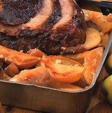 Μια μικρή παραλλαγή της κλασικής συνταγής χοιρινό με πατάτες στον φούρνο με μικρές πινελιές από πορτοκάλι και μουστάρδα που δίνουν γευστική ένταση και χρώμα στο τελικό αποτέλεσμα