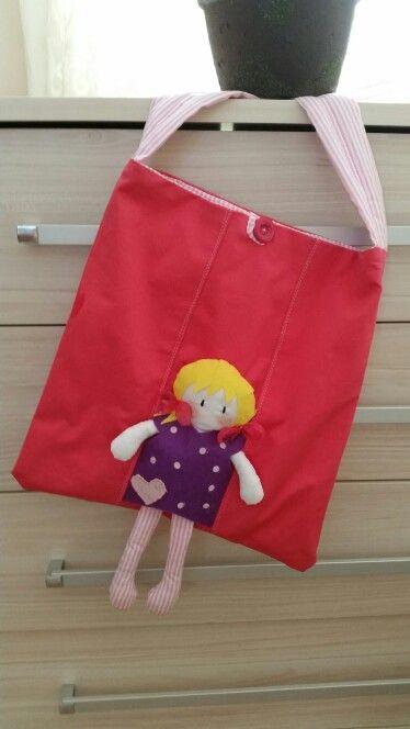#dikiş#kızlar#çanta#keçe#elyapımı#hediyelik#sewing#grils#bag#hanmade# Doğum günü için istenen hediyem tamamlandı.