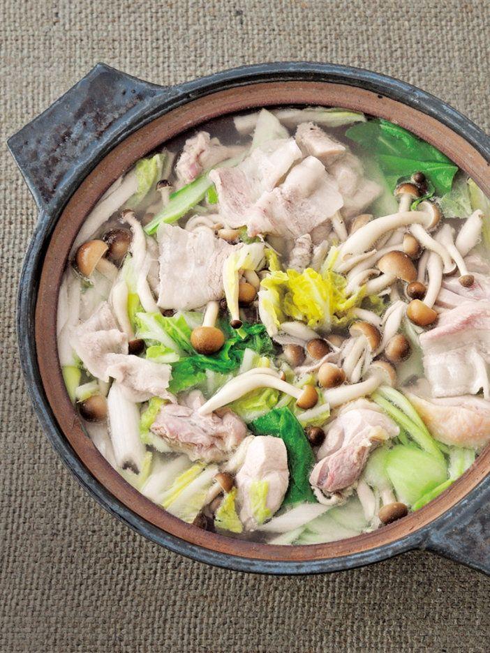 たれが主役だから、具材はごくごくシンプルに。この鍋をより楽しめる6種類のたれのレシピはこちらからチェック!>>たれで、いつもの鍋を新しい味に|『ELLE a table』はおしゃれで簡単なレシピが満載!